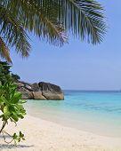Постер, плакат: Таиланд весной Романтический пляж в Живописные Симиланские острова