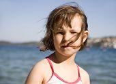 Porträt von Mädchen am Strand