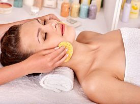 picture of beauty parlour  - Beautiful woman getting head massage - JPG