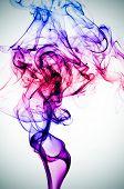 humo de diversos colores sobre un fondo viñeteado