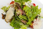 Salad of grilled filet of lamb with salad.