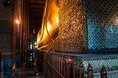 Reclining giant golden Buddha