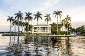Luxurious Waterfront Home In Fort Lauderdale, Usa