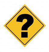 Sinal de aviso de diamante amarelo com ponto de interrogação isolado no fundo branco.