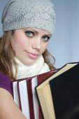 Постер, плакат: Девушка не имеет контроля над книги