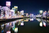 FUKUOKA - 7 de diciembre: Nakasukawa-bata 07 de diciembre de 2012 en Fukuoka, JP. La zona es el centro de nig