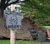 Warnung Deutsch mir Feld mit Weltkrieg zwei Zelt