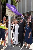 LOS ANGELES - 18 de Abr: Carol Burnett, Tom LeBonge en la inauguración de la Plaza de Carol Burnett en el Selma