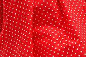 primer plano de un vestido rojo flamenco, típico de España