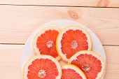 Freshly harvested grapefruit in a plate