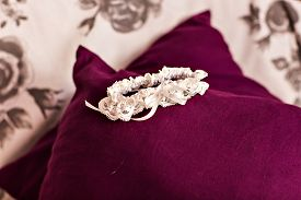 pic of garter-belt  - Beautiful wedding white bridal garter - JPG