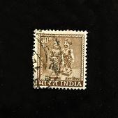 Índia - por volta da década de 1970: Um selo imprimido na Índia mostra artesanato, por volta da década de 1970