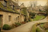 picture of english cottage garden  - Bibury - JPG