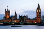 Victoria Tower und big Ben, Houses of Parliament und der City of Westminster London England UK Dämmerung