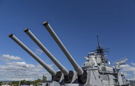 picture of battleship  - View of the sixteen inch guns on the Rear main deck of the historic battleship USS Missouri anchored at Pearl Harbor - JPG