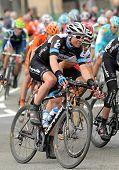 BARCELONA - 27 de marzo: Ciclista Garmin Cervelo americano Thomas Peterson se monta con el paquete durante el