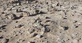 Campo de pedra no deserto semelhante pontuam