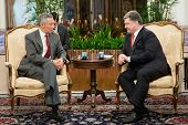 President Of Ukraine Petro Poroshenko And Prime Minister Of Singapore Lee Hsien Loong