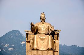 picture of hangul  - Statue of Sejong the Great the king of South Korea  - JPG