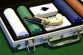 picture of derringer pistol  - poker set in a velvet lined aluminum case - JPG