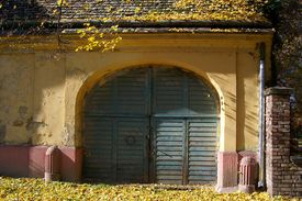 pic of tatas  - A wide entrance for carts or farm - JPG