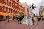 Street Artists Are Showing And Selling Their Pictures(moscow)
