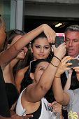 LOS ANGELES - JUL 29:  Selena Gomez, Fans at the