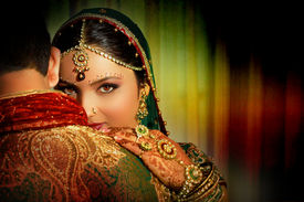 foto of indian  - an Indian woman wearing a traditional clothing and jewelry - JPG