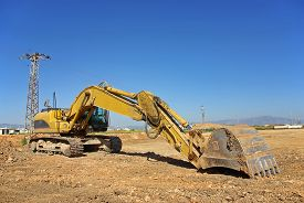 pic of excavator  - excavator heavy vehicle used in construction industry - JPG