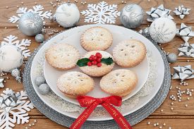 picture of ribbon decoration  - Mince pies - JPG