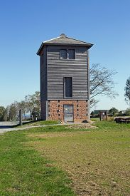 pic of reconstruction  - Reconstructed Limes watch tower at Vielbrunn  - JPG