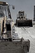 Escavadoras de rodas em repouso