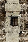 Ventana en la pared de su castillo de La Mota, Valladolid, España
