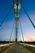 Puente De Lusitania Anocheciendo