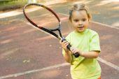 Chica con raqueta