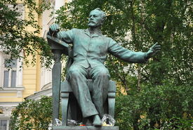 pic of tchaikovsky  - The bronze monument to the Russian composer Tchaikovsky built at the Moscow Conservatory - JPG
