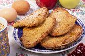 Fatias douradas de pão