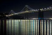 Bay-Brücke bei Nacht