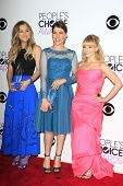 LOS ANGELES - JAN 8: Kaley Cuoco, Mayim Bialik, Melissa Rauch at The People's Choice Awards at the N
