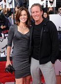 LOS ANGELES - APR 13:  Linden Ashby & Susan Walters arrives to the 2014 MTV Movie Awards  on April 13, 2014 in Los Angeles, CA.