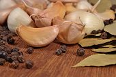 pic of peppercorns  - Garlic bay leaves and peppercorns close up - JPG