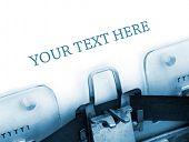 Máquina de escrever com espaço para seu texto
