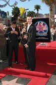 LOS ANGELES, CA - DEC 14: Freddie Prinze Jr.; George Lopez bei einer Zeremonie, wo Freddie Prinze Hono ist
