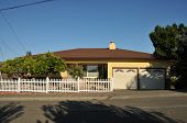 pic of short-story  - Single family house with one story and a short driveway - JPG