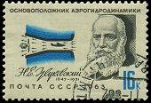 Rusia - Circa 1963: Un sello impreso en la URSS, Mostrar retratos fundador de aerodinámica Zhukovskiy N.e.,
