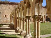 Colunas em um antigo mosteiro