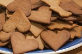 picture of ginger bread  - a plate of newle baked ginger bread bisquits - JPG