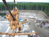 pic of derrick  - Tension rope of a derrick - JPG
