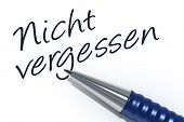 An image of a pen with the message do not forget in german language