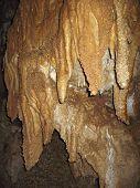Dentro de la cueva. Las montañas del Cáucaso